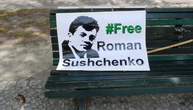 Під посольством РФ у Берліні пройшла акція на підтримку Сущенка
