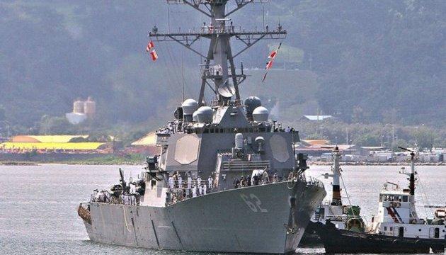 У Японии столкнулись американский эсминец и торговое судно