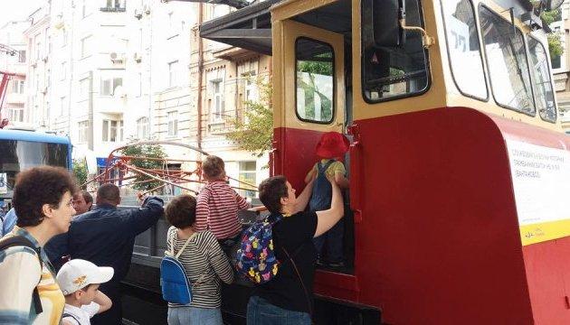 Кличко на параді трамваїв заявив про плани відновити їх виробництво