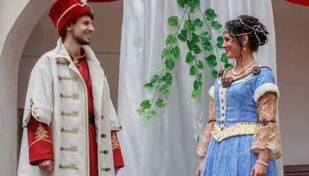 У Мукачівському замку реконструювали весілля володарки - княгині Ілони Зріні