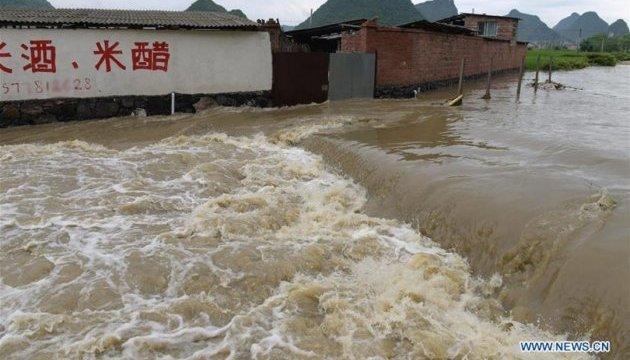 На юге Китая от наводнения пострадали более 220 тысяч человек