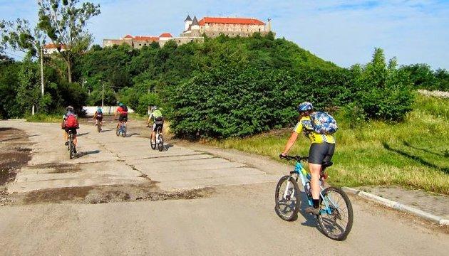 Із Закарпаття до Словаччини відтепер можна мандрувати велодоріжками