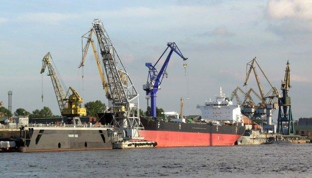В Україну повернулися троє моряків, затриманих у березні в Анголі - МЗС