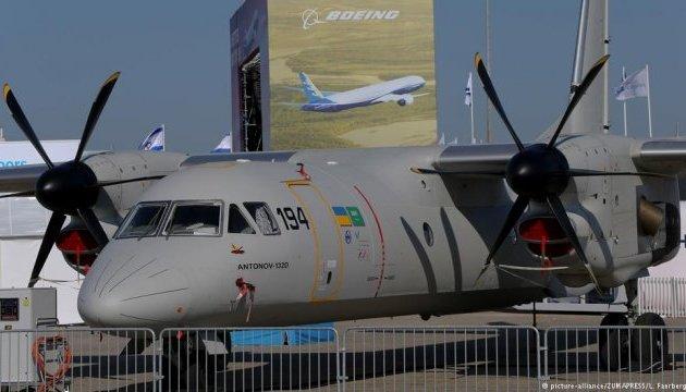 Україна представляє новий вантажний Ан-132D на авіасалоні Ле Бурже