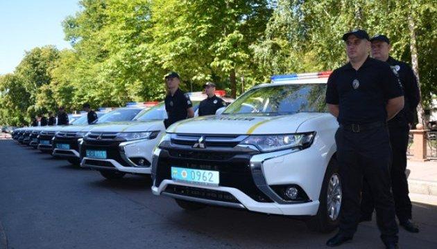 На Житомирщині поліцейські отримали 18 нових електрокарів Mitsubishi