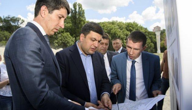 Укравтодор розробляє Стратегію розвитку доріг - Гройсман