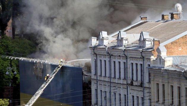Огонь в здании на Крещатике охватил около 1000 квадратных метров - ГСЧС