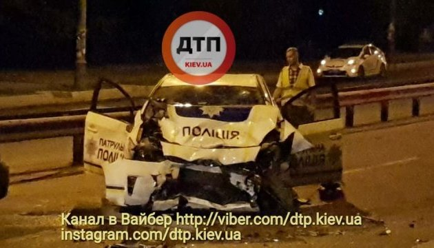 Нічна погоня у Києві: BMW спровокував аварію, поліцейське авто розбито вщент