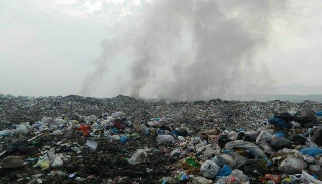 Підпал заради видовища: пожежу на Вінницькому сміттєзвалищі знімали дроном
