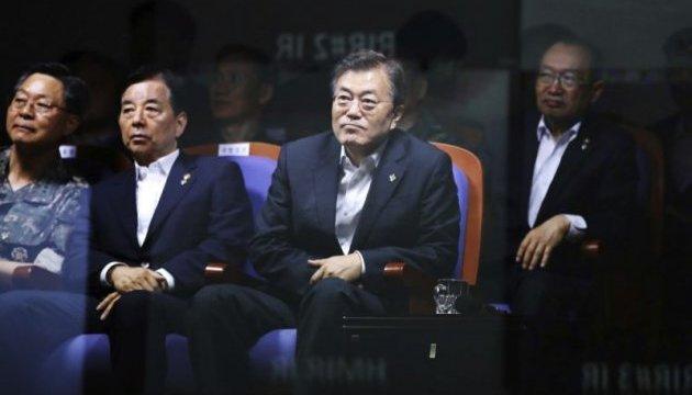 """Президент Кореи сообщил, что новая баллистическая ракета """"точно попала в цель"""""""