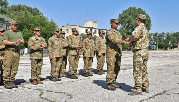 Полторак на Одещині нагородив десантників