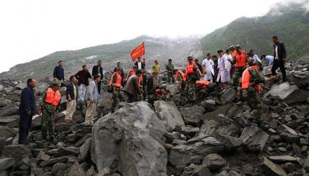 Зсуви у Китаї: під завалами опинилися понад 100 осіб