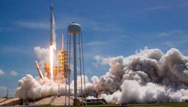 SpaceX успішно запустила 10 супутників