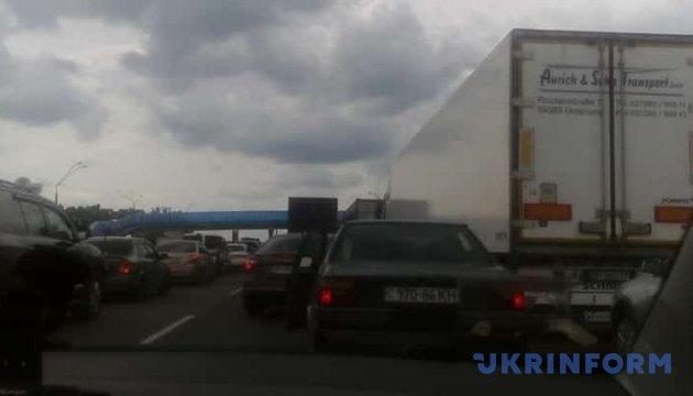 На трасі Київ-Одеса - величезний затор
