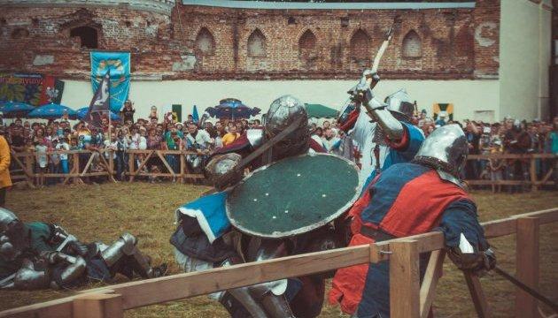 В Тростянце проходит международный фестиваль исторической реконструкции