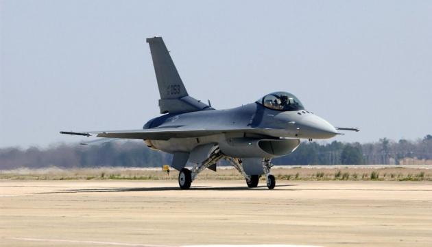 Болгария покупает восемь истребителей F-16