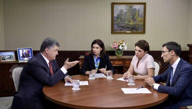 Трамп не давав поради, а запитував чим допомогти – Порошенко