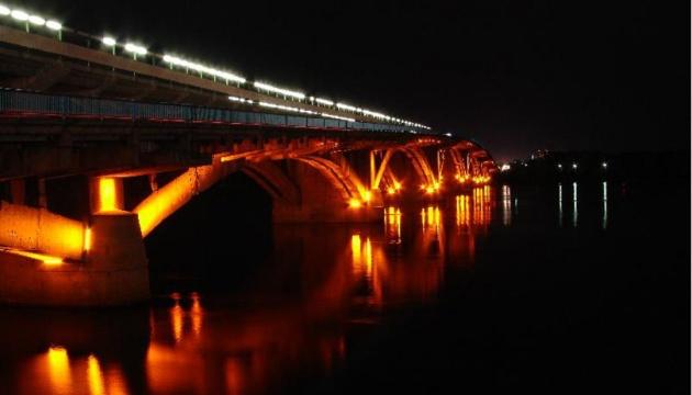 Водолазы спасли женщину, прыгнувшую со столичного моста Метро