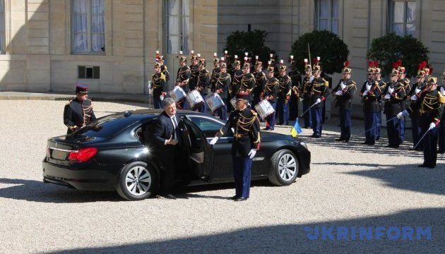 Poroshenko arrives at Elysee Palace to meet with Macron