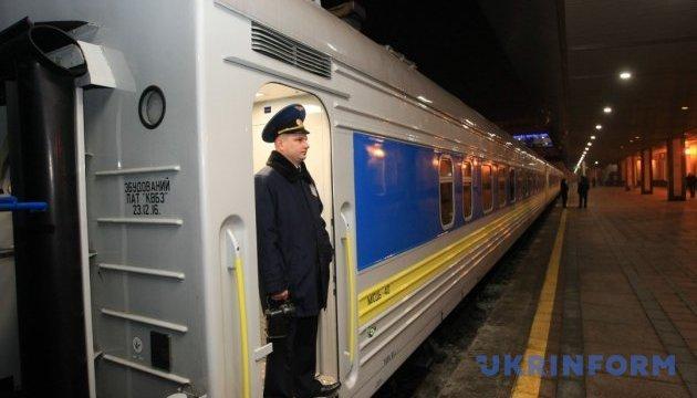 Из Киева в Запорожье впервые отправился поезд из новых украинских вагонов-трансформеров