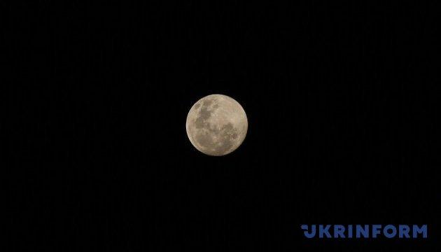 Астрономи помітили падіння двох метеороїдів на Місяць за добу