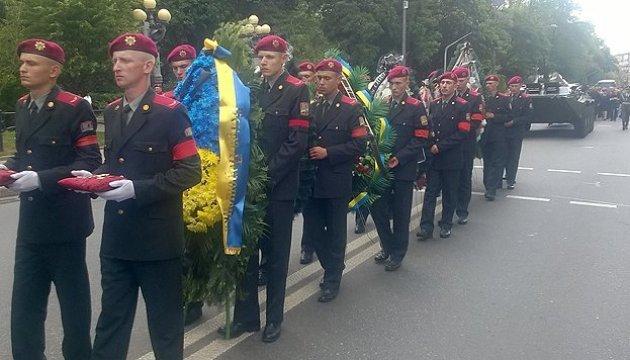 Les habitants de Kyiv disent adieu à Maxime Chapoval