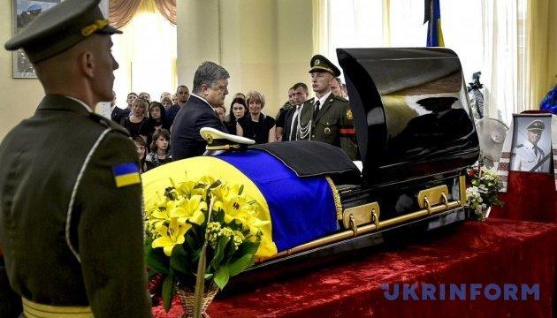 Порошенко присвоїв звання Героя України загиблому розвіднику Шаповалу