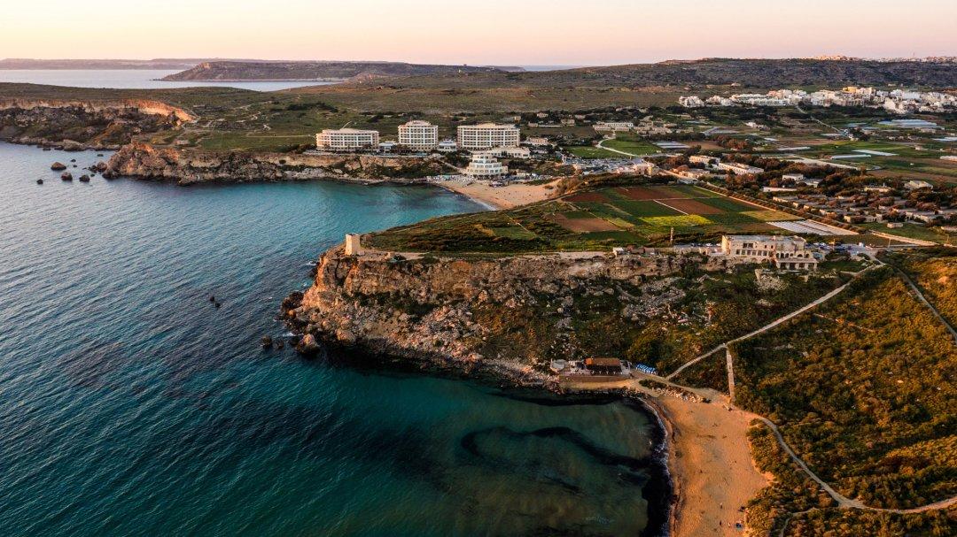 Golden Bay - один з найкращих піщаних пляжів Мальти