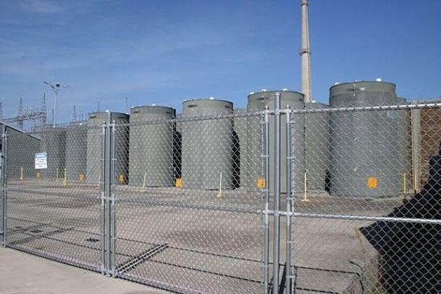 Хранилище ОЯТ на АЭС «Вермонт Янки» (США), с использованием контейнеров HI-  STORM, разработанных компанией Holtec. (Аналогичные контейнеры будут применяться на  украинском ЦХОЯТ).