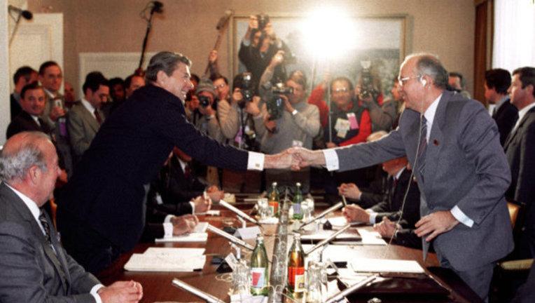 Перша зустріч Рейгана і Горбачова 19 – 21 листопада, 1985 року в Женеві