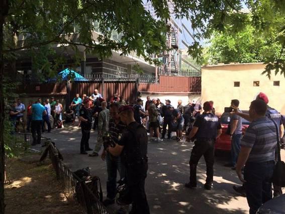 Милиция  задержала ряженых «ветеранов АТО» около  здания ГПУ вКиеве