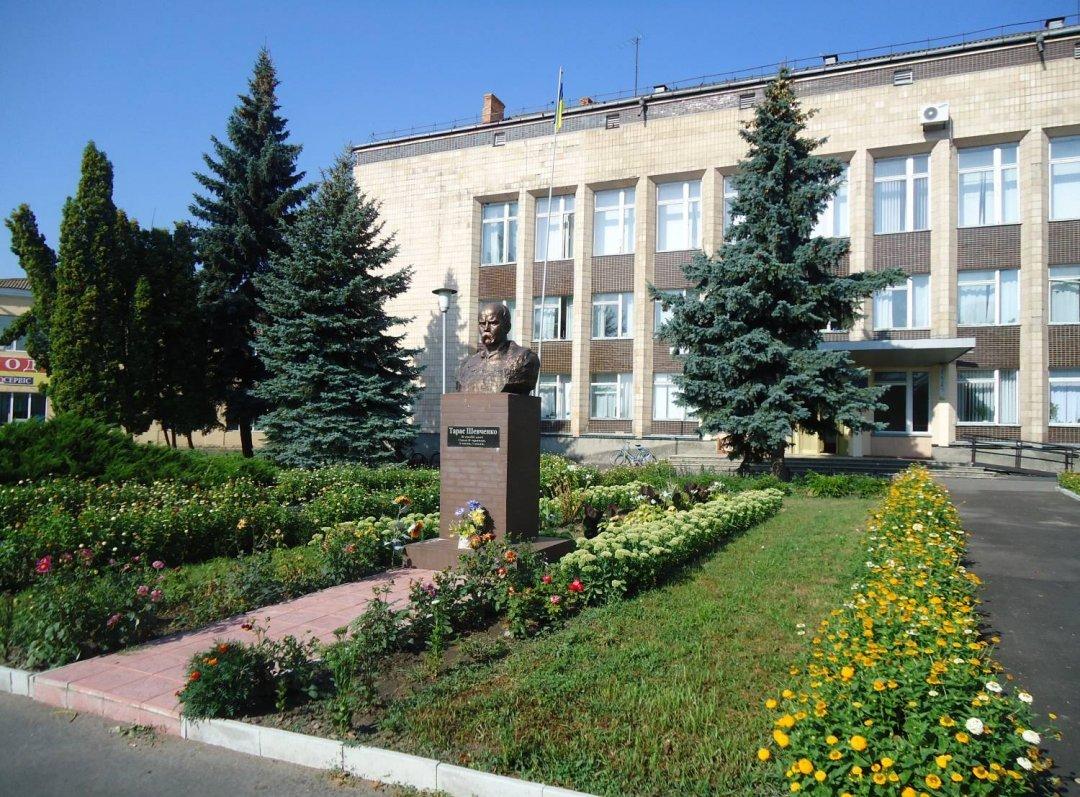 Будівля Лохвицької РДА Полтавської області
