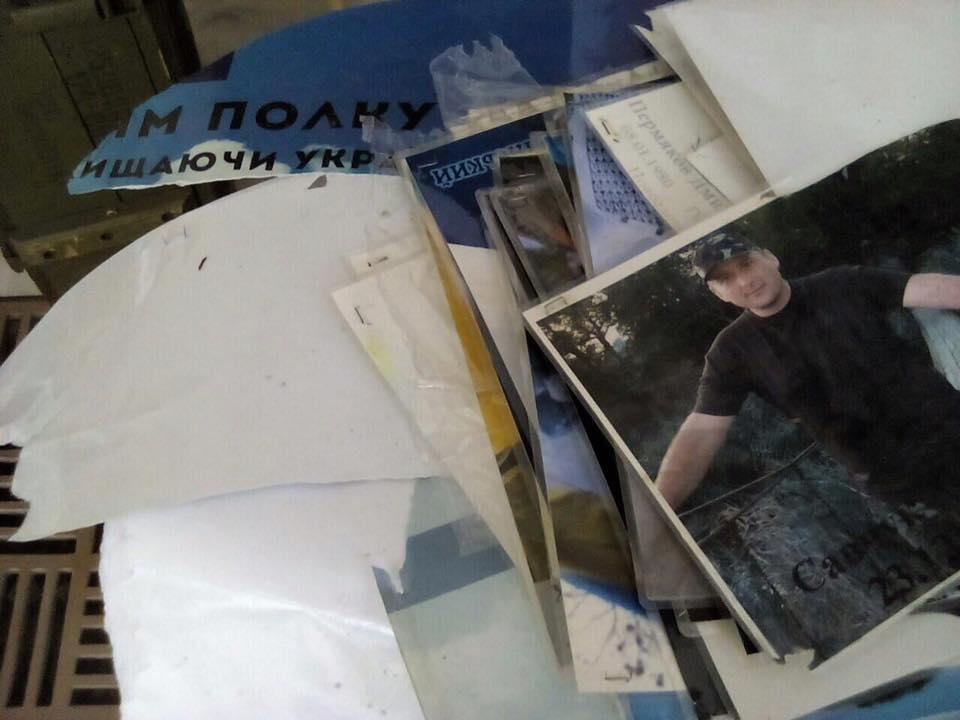 В Днепре со стелы Героев вандалы сорвали фотографии погибших в АТО Героев (ФОТО)