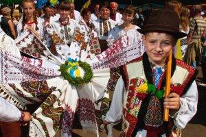 Сыр с черникой и песня о «брендушках»: Гуцулы отпраздновали «Полонинное лето»