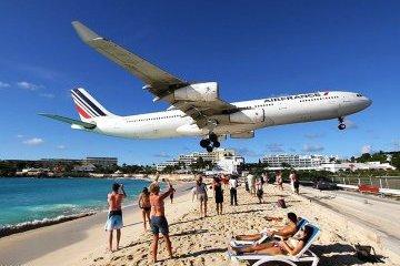 """На острове Сен-Мартен самолёт насмерть """"сдул"""" туристку"""