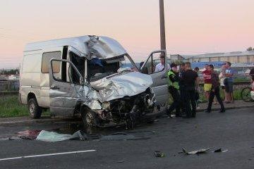 У Чернівцях в смертельну ДТП потрапив автобус із 56 іноземцями