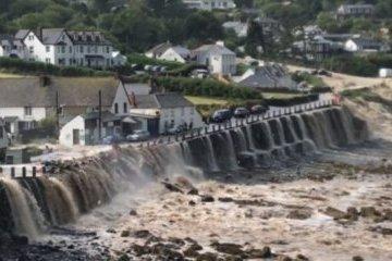На півдні Британії через повінь евакуювали десятки будинків