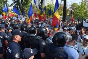 У Кишиневі мітингують за і проти виборчої системи