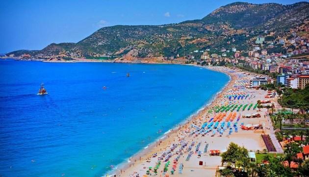 Ucranianos se encuentran entre los visitantes extranjeros más numerosos en Antalya