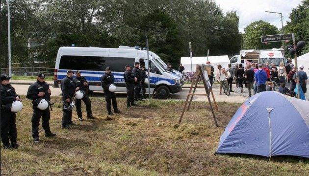 Поліція Гамбурга заборонила протестувальникам ночувати в наметовому таборі