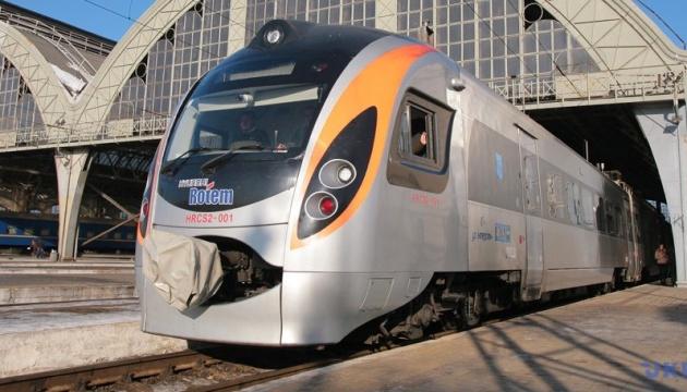 Укрзализныця запустила еще один поезд в Польшу