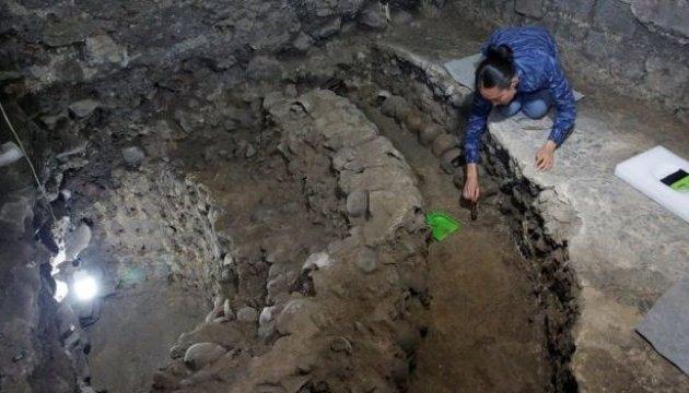 У Мехіко археологи розкопали легендарну вежу з черепів