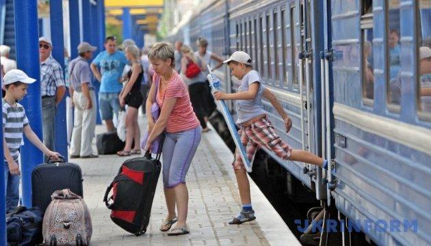На Арабатську стрілку до літнього сезону додатково призначать 9 пар поїздів – ОДА
