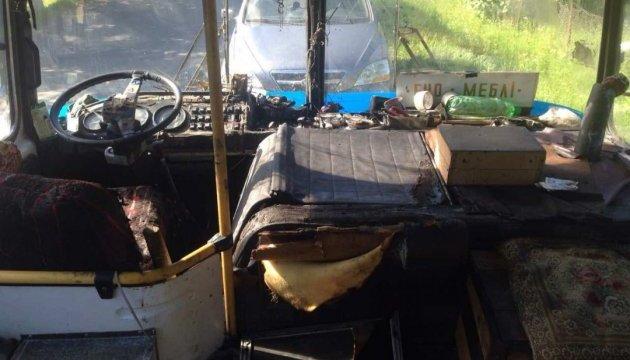 Під Мукачевим на ходу загорівся автобус з 67 пасажирами