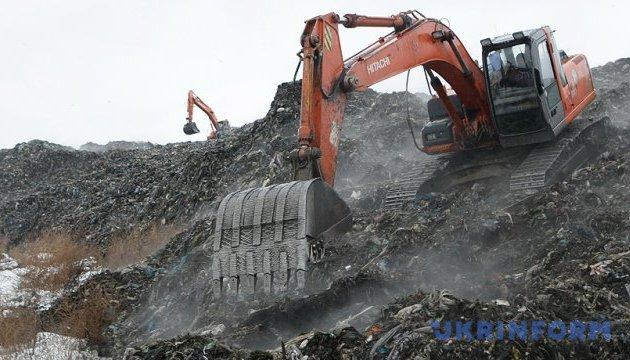 Чому досі мільйони кубометрів українського сміття гниють на сміттєзвалищах?