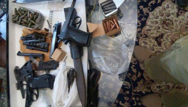 Зброю іноземного виробництва незаконно ввозили і продавали в Україні - СБУ