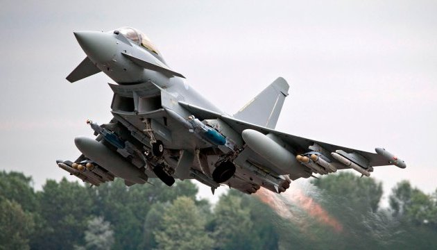 В Румынии подняли в воздух британский истребитель из-за бомбардировщиков РФ