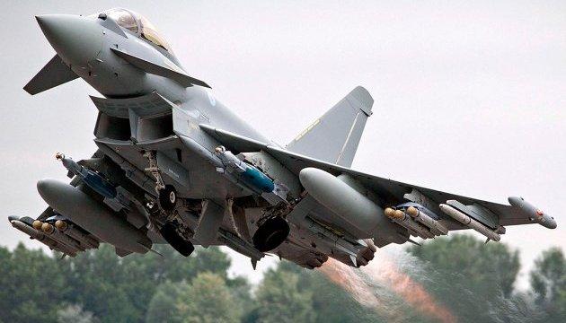 Британія підняла винищувачі для перехоплення літаків РФ