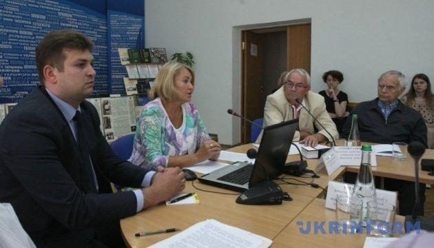 Як зберегти та примножити архівно-музейні скарби України
