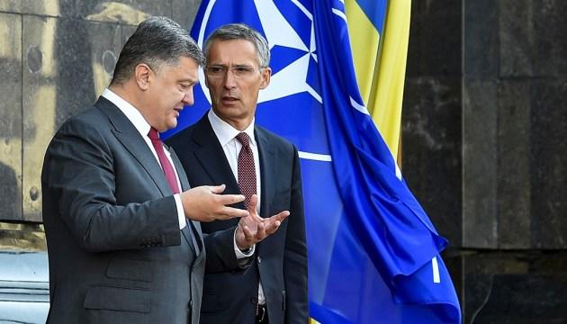 Столтенберг сказал, о чем будет говорить с Порошенко на саммите НАТО